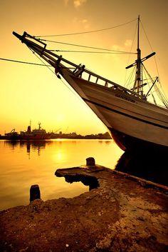 Sunrise @cirebon port Cirebon, Sherlock, Sailing Ships, Sunsets, Places Ive Been, Nautical, Sunrise, Boat, Ocean
