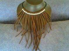 Collar de cordon de cuero con tiras de cuero de ternera y bolas de metal