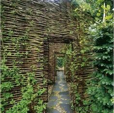 wattle walls  // Great Gardens & Ideas //