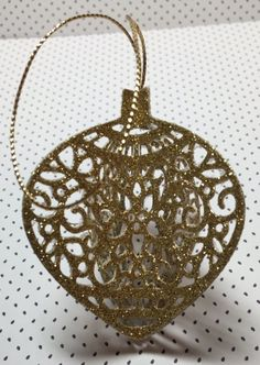 Gorgeous Gold Ornament by Linda. Made with the Delicate Ornament Thinlits Dies and gold glimmer paper - by Stampin' Up!