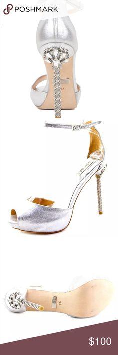 Badgley Mischka Meredith-II Metallic Shoe sz9 new Badgley Mischka Meredith-II Metallic Shoe sz9 new never worn. Beautiful shoe Badgley Mischka Shoes Heels
