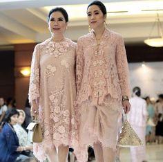 Kebaya Lace, Kebaya Dress, Dress Pesta, Dress Brokat Modern, Kebaya Modern Dress, Lace Outfit, Lace Dress, Bridal Dresses, Bridesmaid Dresses