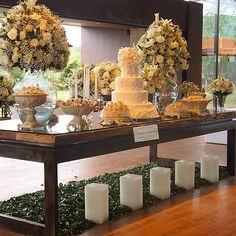 Bolo de casamento, todos os doces da mesa, suportes de doces do nosso acervo, local novo Espaço Casa Aragon, sendo mesa e decoração, flores do Aragon. Quer ter obras de arte nos formatos de bolos e doces? Sabor inesquecível? www.simoneamaral.com - www.instagram.com/simoneamaralofficial - www.fb.com/simoneamaralpatisserie - www.simoneamaralsweets.blogspot.com.br Brunch Wedding, Wedding Desserts, Wedding Cakes, Candy Table, Dessert Table, Chapel Wedding, Dream Wedding, Buffet Set Up, Iranian Wedding