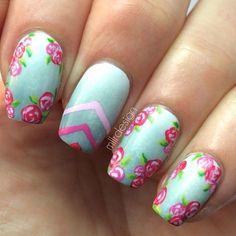 unhas decoradas ombre mint com flores rosas
