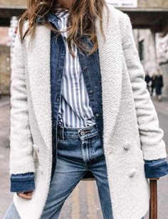 How to Layer for Spring Denim jacket outfit or jean jacket under a coat – cute spring outfit ideas – transitional spring outfits, menswear, minimalist outfit idea Source by How To Wear Denim Jacket, Jean Jacket Outfits, Denim Jacket Outfit Winter, Denim Outfit, Denim On Denim, Denim Look, Raw Denim, Look Fashion, Denim Fashion