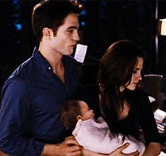 """""""You are the reason I have something to fight for - my family."""" Swan Cullen Dawn Part 2 Breaking Dawn Movie, Breaking Dawn Part 2, Edward Bella, Edward Cullen, Twilight New Moon, Twilight Saga, Drama Free, Robert Pattinson, Love Story"""