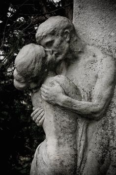 """The Kiss"" Central Cemetery - Vienna, Austria Zentralfriedhof"