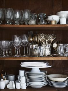 Learn how the French keep their kitchens organized and tidy. Read the excerpt from Danielle Postel-Vinay's Home Sweet Maison. Kitchen Workshop, Kitchen Stories, Simple Christmas, Christmas Decor, Kitchen Essentials, Kitchen Organization, Storage Organization, Kitchen Dining, Kitchen Utensils