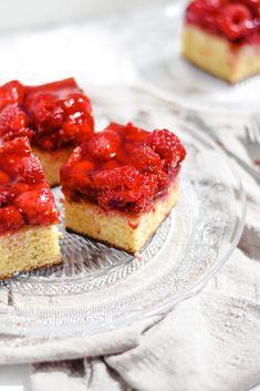 Cake met frambozen en chocola Cheesecake, Fruit, Desserts, Food, Tailgate Desserts, Deserts, Cheese Cakes, Eten, Postres