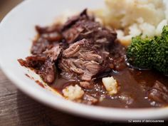 Slow cooked pig cheeks in wine My Favorite Food, Favorite Recipes, 52 Weeks, Slow Cooker, Chili, Soup, Beef, Wine, Meat