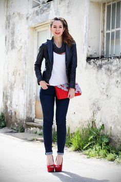 #fashion #fashionista Irene stile marinaro | fashion blogger | outfit | streetstyle | look | giacca pelle | chiodo pelle | collana corda | marinaretto | zeppe rosse | scarpe rosse | righe | borsa righe | pochette | jeans | denim (1)