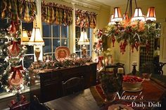 Nancy's Daily Dish: Christmas Home Tour 2014 #diningroom #englishcountry #transferware #nancysdailydish #toile #christmas