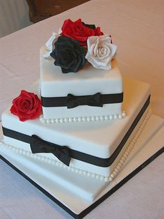 Red And Black Wedding Cake Designs Red White Black Wedding Cakes Intended For Red Black And White Wedding Cakes Fancy Wedding Cakes, Square Wedding Cakes, Wedding Cake Photos, Square Cakes, Beautiful Wedding Cakes, Gorgeous Cakes, Wedding Cake Designs, Fancy Cakes, Pretty Cakes