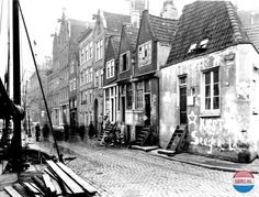 1935 - 1940. View on the Lijnbaansgracht in Amsterdam. The Lijnbaansgracht is a partially filled-in canal which extends along the border of the city center. The canal was dug as part of the first phase of the construction of the canal belt and runs parallel to the Singelgracht, between the Brouwersgracht and the Reguliersgracht. Photo Serc. #amsterdam #1940 #Lijnbaansgracht