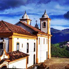 Mais uma igreja linda de Ouro Preto! Nossa Senhora das Mercês.  E a vista que se tem dela de toda a cidade? Linda, linda!  #ouropreto #mg #minasgerais #igreja #church