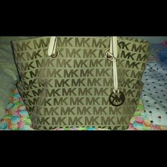 Michael kors large handbag. Bought this Gorgeous bag from Macys about 2 years ago and have only used it not more than three times. It is in almost brand new condition. Absolutely NO stains, rips, smells. The pic of the handle is proof of the excellent condition. Im willing to accept reasonable offers, I'm Not accepting Trades. Thank you. Michael Kors Bags Shoulder Bags