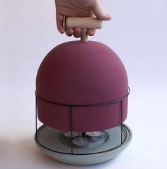 Una vez que la diseñadora Islandesa Marta Sif se trasladó a Holanda se enfrentó por primera vez al tema de la calefacción e ideó un calefactor a vela de bajo costo