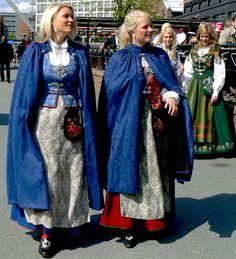 Norwegian+traditional+dresses+designs.+(2).jpg (480×528)