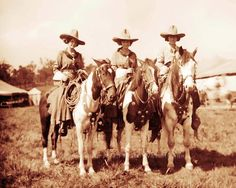OLD WEST COWGIRLS VINTAGE PHOTO HORSES BUFFALO BILL WILD WEST  c1900  #21042