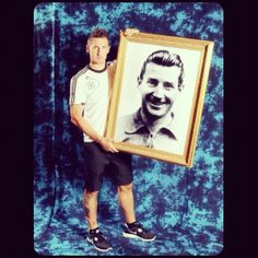 Miroslav Klose has a giant painting of German footballer Fritz Walter. | www.dribblingman.com