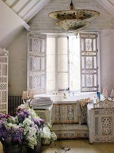 epitome of shabby chic in the interior interior design Boho Bathroom, Chic Bathrooms, Design Bathroom, Bathroom Ideas, Eclectic Bathroom, Scandinavian Bathroom, Bathroom Modern, Minimalist Bathroom, Bathroom Shelves