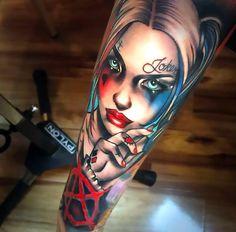 Quirky Harley Quinn tattoo ideas - get your i . - Quirky Harley Quinn Tattoo Ideas – Get Your Inner Harlequin Harley Quinn Tattoo, Joker Y Harley Quinn, Harley Tattoos, Comic Tattoo, S Tattoo, Leg Tattoos, Body Art Tattoos, Sleeve Tattoos, Batman Tattoo Sleeve