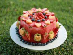 Sugarless Cakes for Baby's First Birthday. Fruit Birthday Cake, First Birthday Cakes, Free Birthday, Sugar Free Chocolate Cake, Healthy Birthday, Fresh Fruit Cake, Fruit Creations, Watermelon Cake, Baby Food Recipes