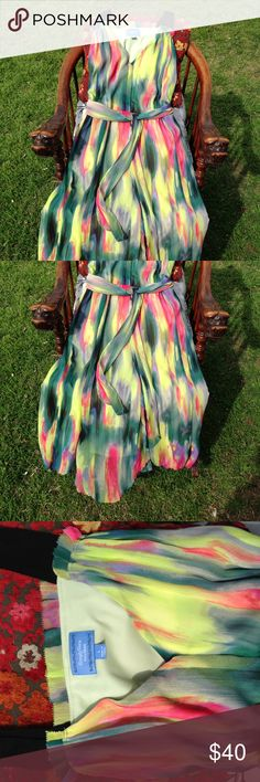 Sundress Simply Vera, long dress. Spring colors. Long and flowing, fully lined, scalloped edge, just in time for the warm months. Simply Vera Vera Wang Dresses Midi