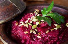 Recept på rödbetshummus.Gör det enkelt för dig och använd färdigkokta rödbetor.