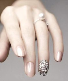 "Bridal Nails Nail jewelry. Nail tip for the ring finger, ""Elegant Tribal"" in WG with real diamonds and freshwater pearls Tasaki (about 5 thousand dollars)"