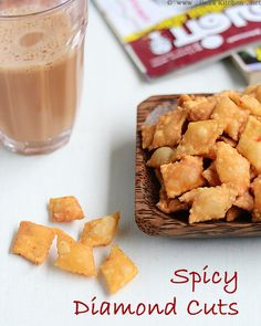 Spicy diamond cuts or maida biscuits as we call is a super simple and easy to prepare homemade snack for the family. Holi Recipes, Spicy Recipes, Cooking Recipes, Snacks Recipes, Indian Snacks, Indian Food Recipes, Indian Foods, Asian Recipes, Savory Snacks