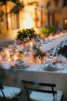 Wildflower Centerpieces Tuscany Wedding   photography by http://www.cinziabruschini.it