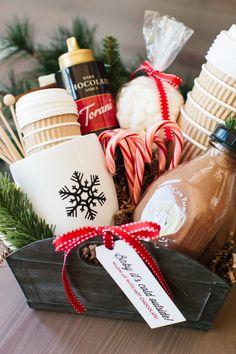 Diy Christmas Baskets, Christmas Gift Baskets, Homemade Christmas Gifts, Homemade Gifts, Holiday Gifts, Christmas Diy, Diy Gifts, Christmas Desserts, Simple Christmas Gifts