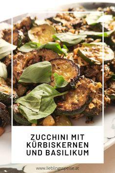 𝐒𝐚𝐮𝐭𝐢𝐞𝐫𝐭𝐞 𝐙𝐮𝐜𝐜𝐡𝐢𝐧𝐢 𝐦𝐢𝐭 𝐊ü𝐫𝐛𝐢𝐬𝐤𝐞𝐫𝐧𝐞𝐧 𝐮𝐧𝐝 𝐁𝐚𝐬𝐢𝐥𝐢𝐤𝐮𝐦 - wenn das kein Lieblingsspeise-Potential hat! Gebratene, noch bissfeste Zucchini, dazu knusprige Kürbiskerne, aromatischer Knoblauch und frischem Basilikum. Eine wunderbare Vorspeise, ein italienisches Antipasto oder eine leichte, sommerliche Hauptspeise mit frischem Weißbrot. Zucchini-Fans kommen hier voll auf ihre Kosten! Snacks, Antipasto, Salmon Burgers, Appetizers, Chicken, Meat, Ethnic Recipes, Food, Garlic