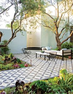 When you choose a suitable landscape design, your backyard can also offer other outdoor living rooms to devote decent time with family members and friends. The backyard is really a good area for landscaping to draw attention to the back of your house. Outdoor Patio Designs, Outdoor Kitchen Design, Outdoor Spaces, Outdoor Kitchens, Terrazo, Patio Tiles, Terrace Tiles, Outdoor Tiles Patio, Patio Wall