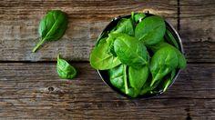 La espinaca es un súper alimento rico en vitaminas y minerales. Además de ser bajo en calorías, ¡tiene otros beneficios! Descubre más.