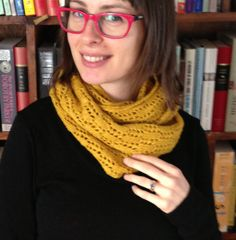 Free knit cowl pattern (free pattern has since been removed :< ) Diy Crochet And Knitting, Easy Crochet Patterns, Lace Knitting, Knitting Socks, Knitting Patterns Free, Free Pattern, Cowl Patterns, Crochet Ideas, Knit Cowl