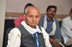 दुर्ग जिले के पंच-सरपंच अध्ययन यात्रा के दौरान नया रायपुर स्थित मंत्रालय भवन में बेमेतरा विधायक श्री अवधेश सिंह चंदेल से मिले. यहाँ उन्हें मंत्रालय के रजिस्ट्रार श्री भगवान सिंह कुशवाहा ने सरंचना बारे में बताया. मंत्रालय के विभिन्न तलों पर भ्रमण कर प्रतिनिधियों ने मंत्रियों एवं अधिकारियों के कक्ष देखे. समिति बैठक कक्ष में बैठकर उन्होंने मंत्रालय के कामकाज के बारे में जाना.