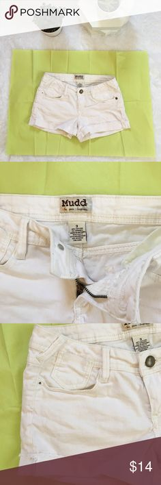 White Jean Shorts, Frayed Denim Juniors size 3 white shorts. Folded cuffs with frayed edging. Zipper & button on the front that both work great. Front & back pockets. No rips or holes, just some very light discoloration on the back right side as shown in the pictures. Otherwise in great condition! Mudd Shorts Jean Shorts