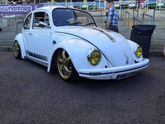 Thoughts?  #vw #beetle #volkswagen #bug #aircooled #vwbeetle #car #vintage #classic #vwbug #vdub #slammed #vwlove # https://t.co/Untr3lEnBS May 09 2016 at 03:47PM