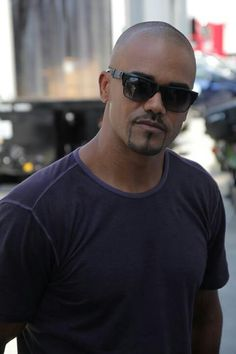 You better Support #TeamCriminalMinds before Derek Morgan kicks your door down. @Shemar Moore #RIDEFORMS