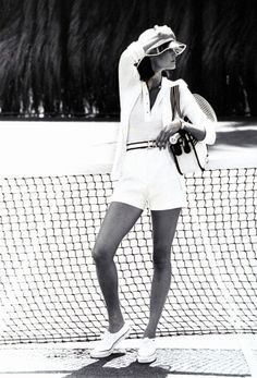 Outfits got tighter and skirts got shorter and this era s disco fever spread to sportswear showing up in patterened fabrics and exaggerated collars Photographed by Bob Stone Vogue January 1974 Tennis Outfits, Tennis Shoes Outfit, Tennis Clothes, Nike Clothes, Tennis Dress, Tennis Fashion, 70s Fashion, Sport Fashion, Vintage Fashion