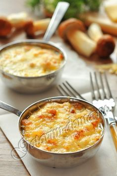 Julien with mushrooms Soup Recipes, Great Recipes, Snack Recipes, Cooking Recipes, Favorite Recipes, Chicken Recipes, Ukrainian Recipes, Russian Recipes, Russian Dishes