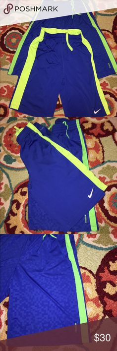 PRICE DROP NIKE $15 N REEBOK ATHLETIC BOYS SHORTS NIKE DRIFIT ROYAL N LIME GREEN N REEBOK ROYAL N LIME GREEN ATHLETIC SHORTS BOTH WITH WIDE ELASTIC WAISTBAND WITH DRAWSTRING N POCKETS EXCELLENT CONDITION YOUTH SIZE XL18-20 Nike Bottoms Shorts