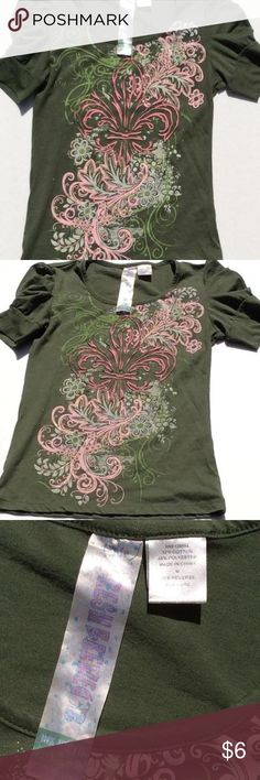 FRESH BREWED GREEN PRINTED TOP 🌵 FRESH BREWED GIRLS SIZE MEDIUM GREEN TOP WITH PINK FLEUR DE LIS AND SWIRLING DESIGN ON FRONT🌼 HAS THE SWEET LITTLE PUFFY PRINCESS SLEEVES 🌸 Dresses