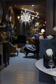 Die Gotik Architektur Merkmale Kunst weisses Badezimmer Gestaltung Design Abigail Ahern laden