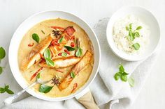 One pan creamy massaman salmon curry - One pot rezepte Curry Recipes, Fish Recipes, Seafood Recipes, Chicken Recipes, Cooking Recipes, Cooking Ideas, Vegetarian Recipes, Dinner Recipes, Salmon Curry