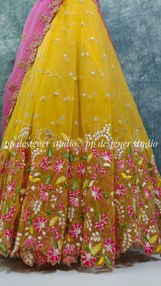 Floral Lehenga, Half Saree Lehenga, Lehenga Saree Design, Anarkali Dress, Saree Tassels Designs, Half Saree Designs, Choli Designs, Black Blouse Designs, Latest Silk Sarees