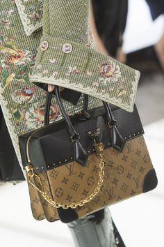 Louis Vuitton at Paris Fashion Week Spring 2018 - Details Runway Photos