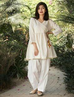New Image : Pakistani fashion casual - Pakistani dresses Simple Pakistani Dresses, Pakistani Dress Design, Pakistani Fashion Party Wear, Pakistani Outfits, Pakistani Casual Wear, Pakistani Bridal Wear, Frock Design, Frock Fashion, Fashion Dresses